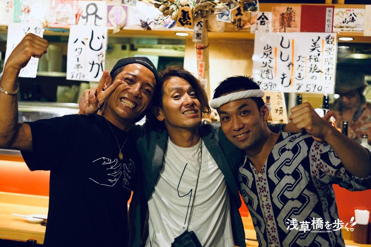 左:たいこ茶屋 若大将、中央:浅草橋を歩く 編集長、右:居食屋 大樹 店長