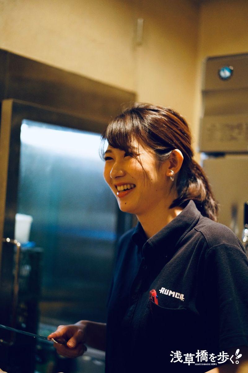 RUMCRA.&HICRAの統括マネージャーを務める看板娘 工藤さん。今回の取材にご協力いただきました!