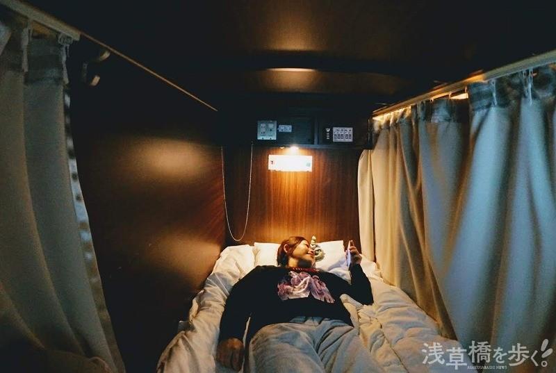 標準的な女性なら寝るには問題のない広さ