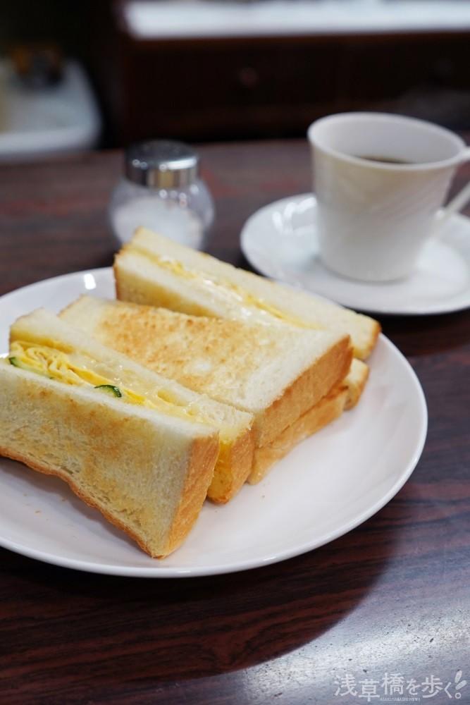 チーズオムレツトーストセット750円。塩は少しが程よい。