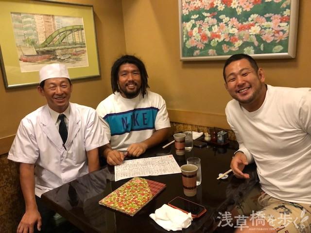 堀江選手が店を出る時、満場の拍手で送られた。この3日後に、日本代表は歴史的な勝利を収める。