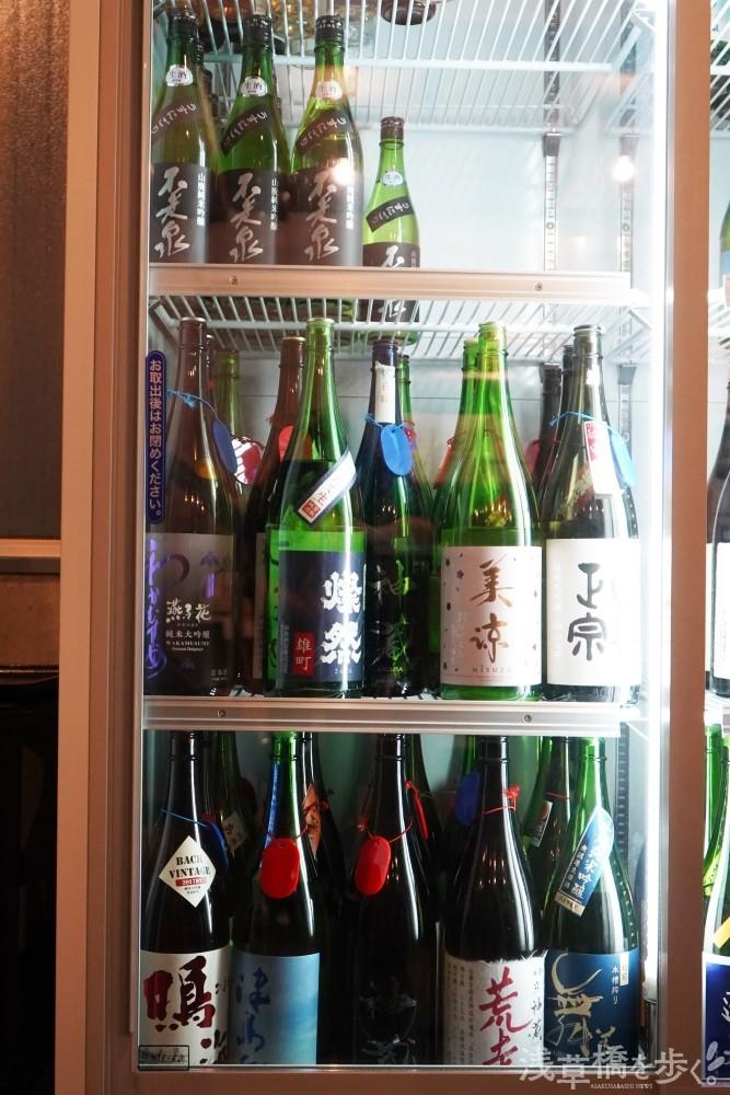 レジ横の冷蔵庫に入っている日本酒は有料試飲が可能。