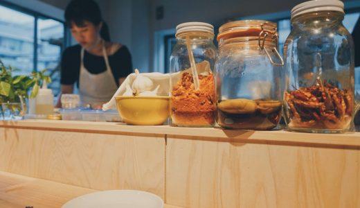 オーガニック野菜を使ったタパスと農家のカクテルがうれしい「うにか おにかい by omefarm kitchen」